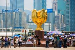 Wan Chai Hong Kong - September 23, 2016: Den guld- bauhiniaen in Royaltyfria Bilder