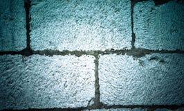 Wand aufgebaut vom natürlichen Stein stockbilder