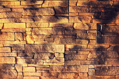 Wand-Beschaffenheits-Hintergrundmaterial des roten Backsteins des Industriebaus Stockbild