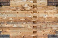 Wand-Beschaffenheitshintergrund des Bauholzes hölzerner Traditioneller Aufbau Stockbild
