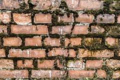 Wand-Beschaffenheitshintergrund des defekten Backsteinmauerhintergrund Zusammenfassungsroten backsteins alter stockbild