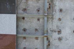 Wand deckt unfinish mit Ziegeln Stockfotografie