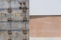 Wand deckt unfinish mit Ziegeln Stockbilder