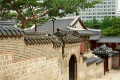Wand in Deoksugungs-Palast in Seoul Stockbilder