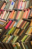 Wand der alten Bücher Lizenzfreies Stockbild