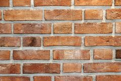Wand der gebrannten handgemachten Nahaufnahme der Ziegelsteine Stockfoto