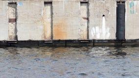 Wand des alten Betons auf der Ufergegend Lizenzfreie Stockfotografie