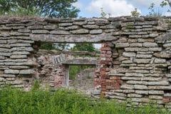 Wand des alten zerstörten Gebäudes Stockbild