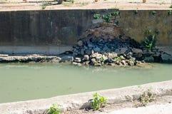 Wand des Bewässerungsabzugsgrabens Lizenzfreies Stockbild
