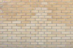 Wand des gelben dekorativen Ziegelsteines Lizenzfreies Stockfoto