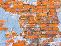 Wand des Hauses, die Wand des roten Backsteins eines verlassenen Hauses Lizenzfreie Stockfotos