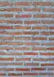 Wand des roten Backsteins mit Weiß gewaschenen Bereichen Stockfotografie
