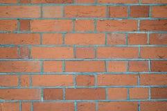 Wand des roten Backsteins mit Zeichen des Alters und der Beschaffenheit Stockfoto