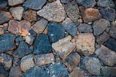 Wand des vulkanischen Felsens des Basalts Stockfotos