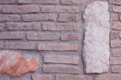 Wand des Weinleseroten backsteins Schmutzhintergrund zur Innenarchitektur Stockbild
