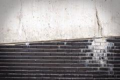 Wand des Ziegelsteines mit Zement Lizenzfreie Stockfotos