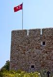 Wand einer Festung mit einer Markierungsfahne von der Türkei Stockfotos
