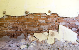 Wand in einer verlassenen Schule Stockfotografie
