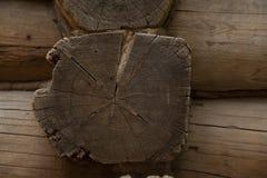 Wand eines Holzhauses Stockfotos