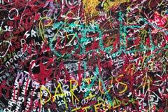Wand gemalt mit feinen Graffiti lizenzfreie stockbilder