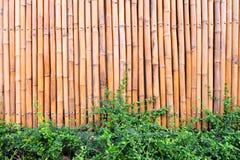Wand hergestellt vom Weinlesebambuszaun lizenzfreie stockfotografie