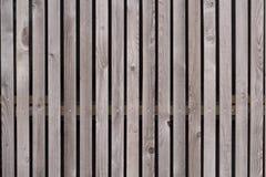 Wand hergestellt von den braunen hölzernen Latten Lizenzfreies Stockfoto