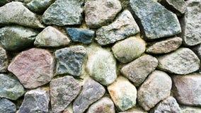 Wand hergestellt von den natürlichen Steinen Stockbild