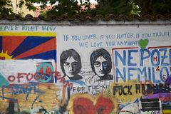Wand John-Lennon in Prag Stockbild