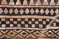 Wand mit afrikanischem Stammes- Anstrich Lizenzfreie Stockfotografie