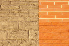Wand mit Beispielkeramischen gegenüberstellenden Fliesen Lizenzfreies Stockfoto