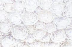 Wand mit einem Hintergrund der kreativen Abstraktion des handgemachten Handwerks der Papierblumen Stockbild