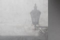 Wand mit einem Schatten einer Laterne Lizenzfreie Stockbilder