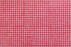 Wand mit kleinen roten Fliesen Stockfoto