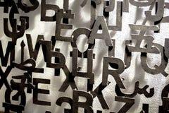Wand mit Muster der Metallbeschriftung 3D lizenzfreies stockbild