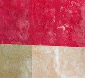 Wand mit Quadrat farbiger Platte Stockbild