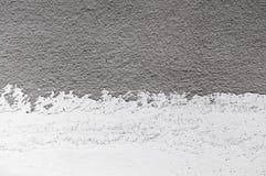 Wand-Schmutzweiß, hellgrauer konkreter Hintergrund Schmutzige, des Staubes graue Wand konkret, Zementtafelbeschaffenheit und schw lizenzfreie stockfotografie