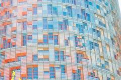 Wand Torre Agbar des Wolkenkratzers in Barcelona Stockbild