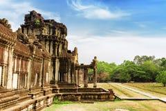 Wand und einer von Eingängen zu Angkor Wat in Siem Reap, Kambodscha Stockfotos