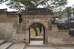 Wand und Tor am Deoksugungs-Palast in Seoul Lizenzfreie Stockfotografie