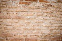 Wand von alten gebrochenen Ziegelsteinen Strukturierter Hintergrund getont Stockbilder
