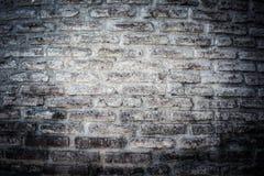 Wand von alten gebrochenen Ziegelsteinen Strukturierter Hintergrund getont Stockbild