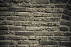 Wand von alten gebrochenen Ziegelsteinen Strukturierter Hintergrund getont Lizenzfreies Stockfoto
