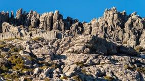 Wand von Felsen des Berges des Maroma, Màlaga Stockbild
