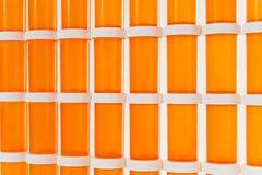 Wand von Medizin-Flaschen Stockbild