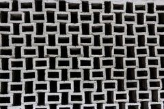 Wand von Quadraten in Schwarzweiss Ein wunderbarer Hintergrund abstrakter Bau- und Technikgedanke Lizenzfreie Stockbilder