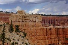 Wand von roten Steinsäulen in bryce Schlucht lizenzfreies stockfoto