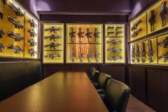 Wand von Spielzeuggewehren Stockfotografie