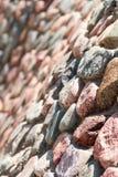 Wand von Steinen und von Kopfsteinen Hintergrund lizenzfreies stockbild