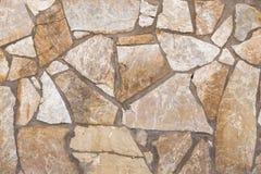 Wand von Steinen von braunen und weißen Farben Stockfotos