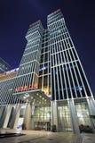 Wanda Plaza-de bouw bij nacht, Peking, China Royalty-vrije Stock Afbeelding